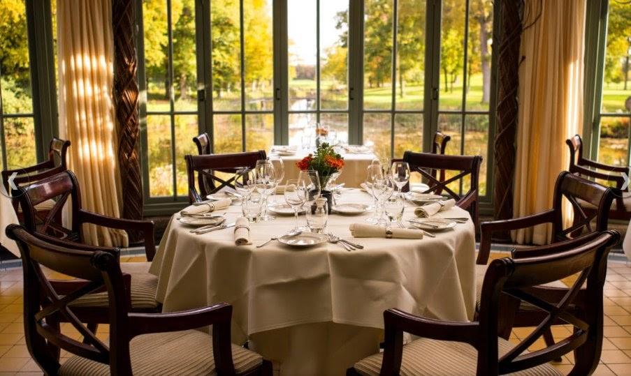 Lựa chọn bàn ghế gỗ cho nhà hàng