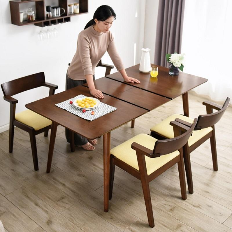 bàn ăn dạng hình chữ nhật được mở rộng theo hình thức kéo ngang.