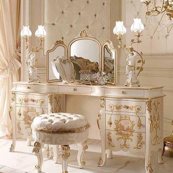 bàn trang điểm phong cách cổ điển