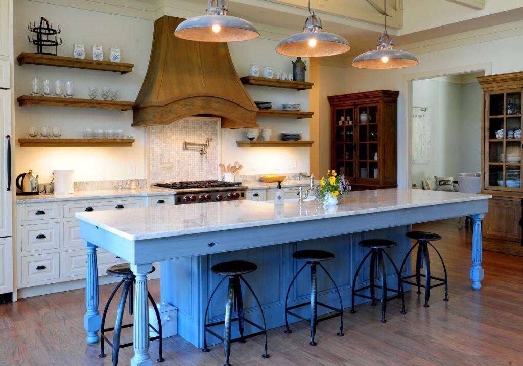đảo bếp hiện đại với quầy bar mini