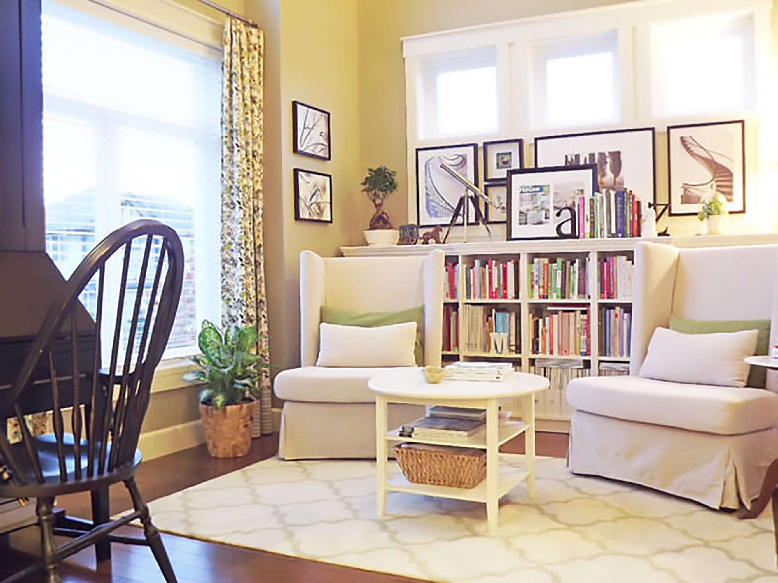 ghế đọc sách bố trí ở phòng khách