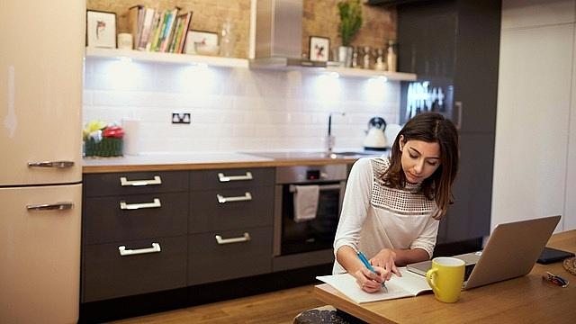 góc làm việc trong phòng bếp cho nhà chật