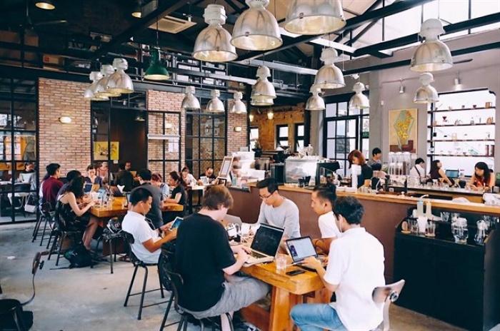 Quán cafe trang bị nhiều ổ cắm điện
