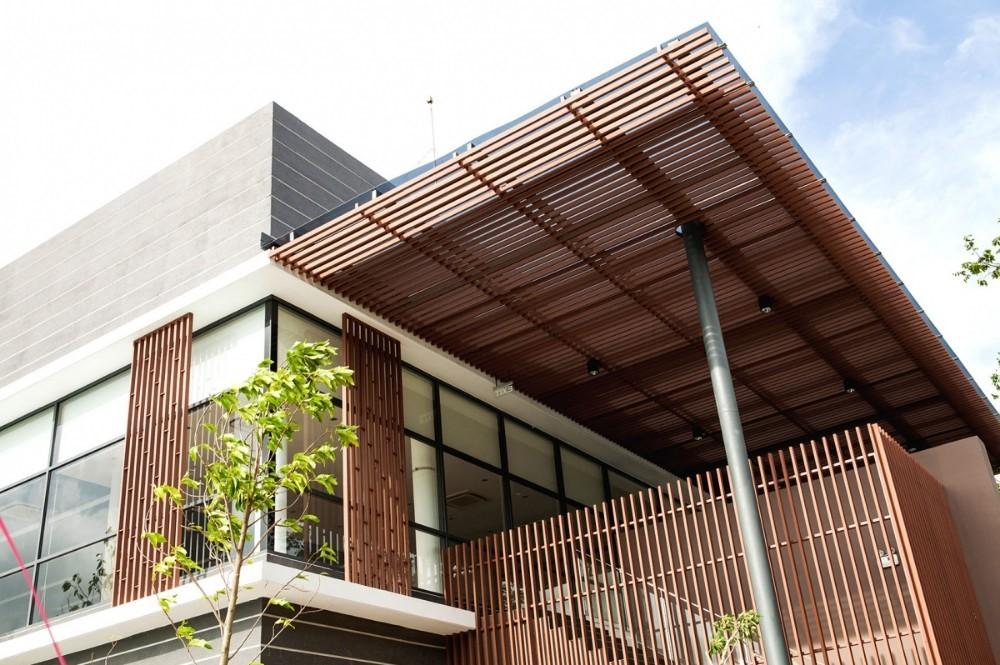 lam gỗ trang trí mặt tiền nhà