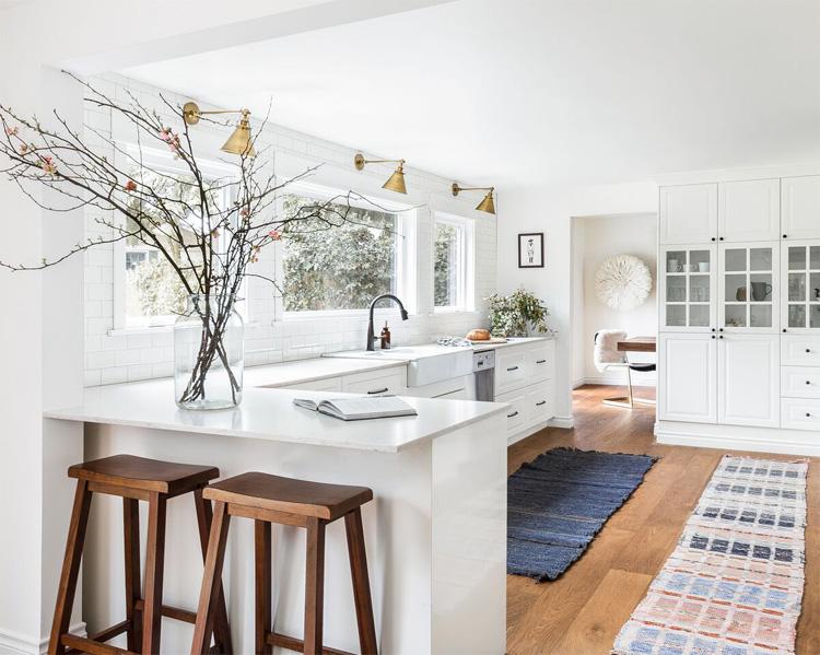 phòng bếp đẹp với gam màu trắng