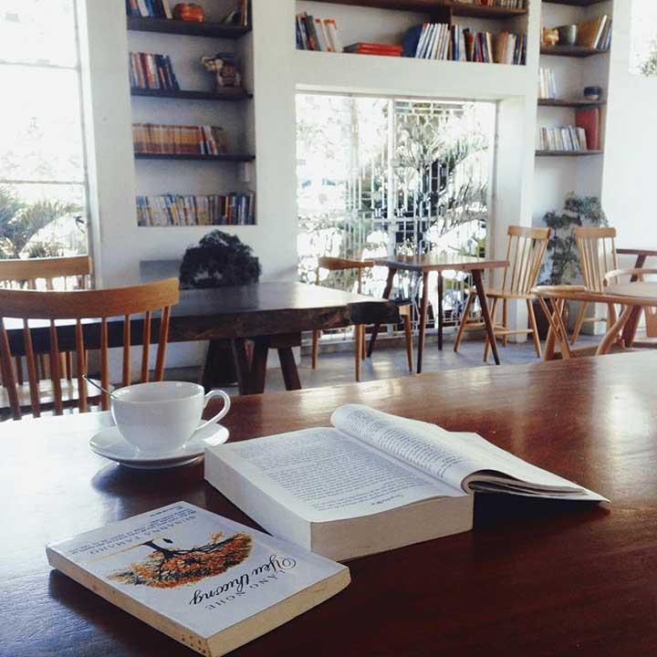 Bàn ghế gỗ cho quán cafe