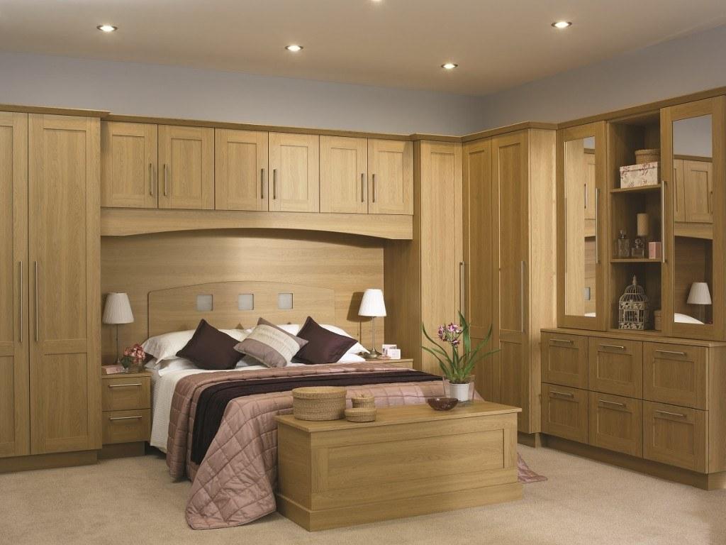 nội thất phòng ngủ chất liệu gỗ tự nhiên