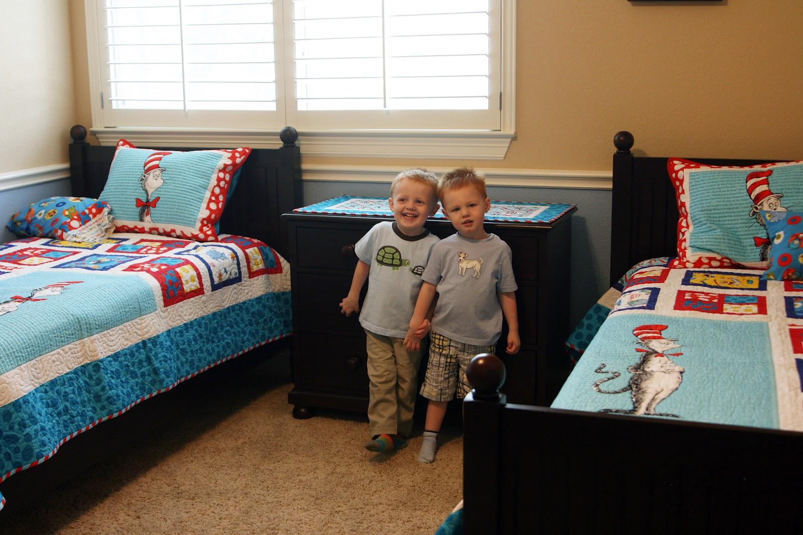 phòng ngủ cho bé trai sinh đôi 2