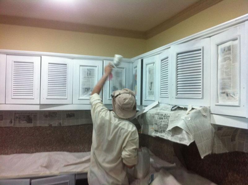 sơn tủ gỗ theo định kỳ