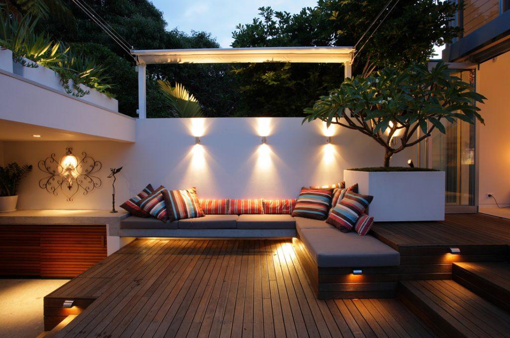 sân thượng với hệ thống đèn hiện đại
