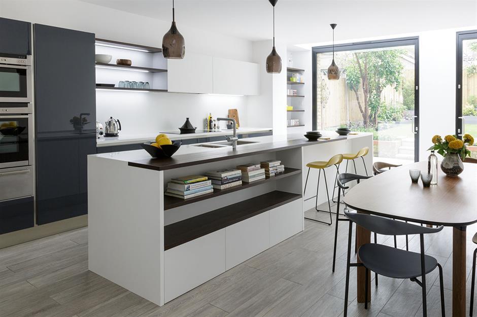 trang trí phòng bếp hiện đại với đảo bếp màu trắng