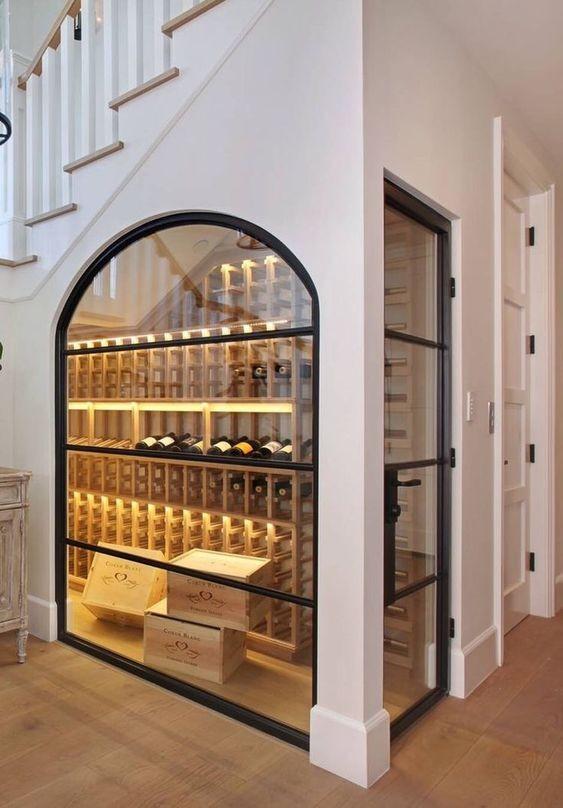 Tủ rượu gầm cầu thang đẹp độc đáo