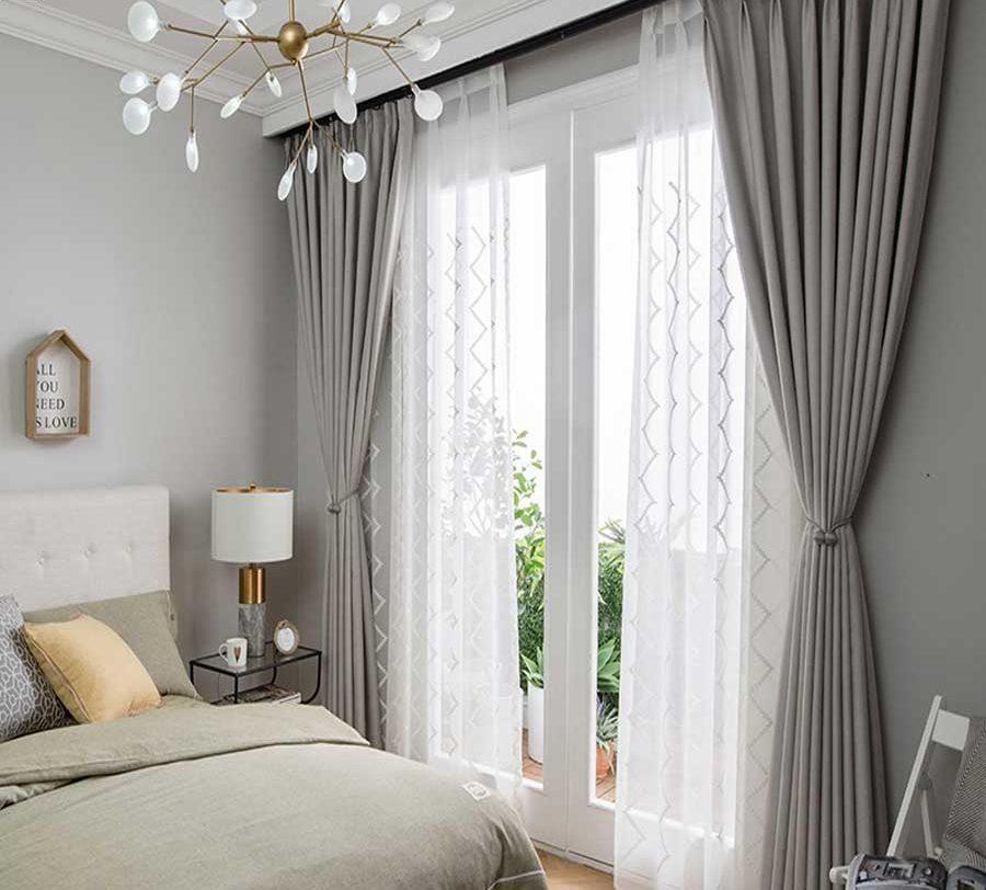 tự trang trí phòng ngủ với rèm cửa