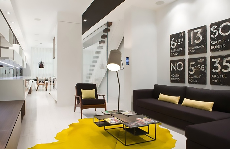 nội thất phòng khách màu vàng tràn đầy năng lượng
